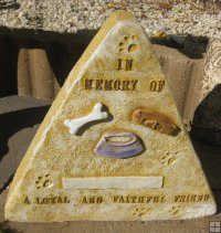 Memorial - Pet In Memory Of A Loyal And Faithfull Friend Triangle